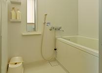 シャワー付の浴室もご利用可能