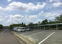 97台収容できる駐車場があります