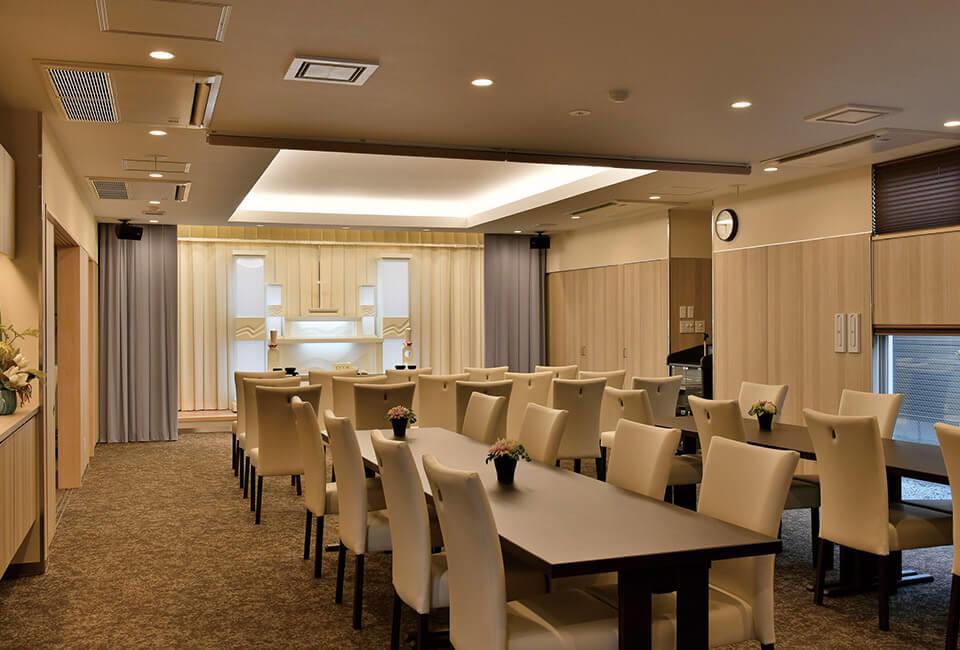 開放感のある式場と会食場