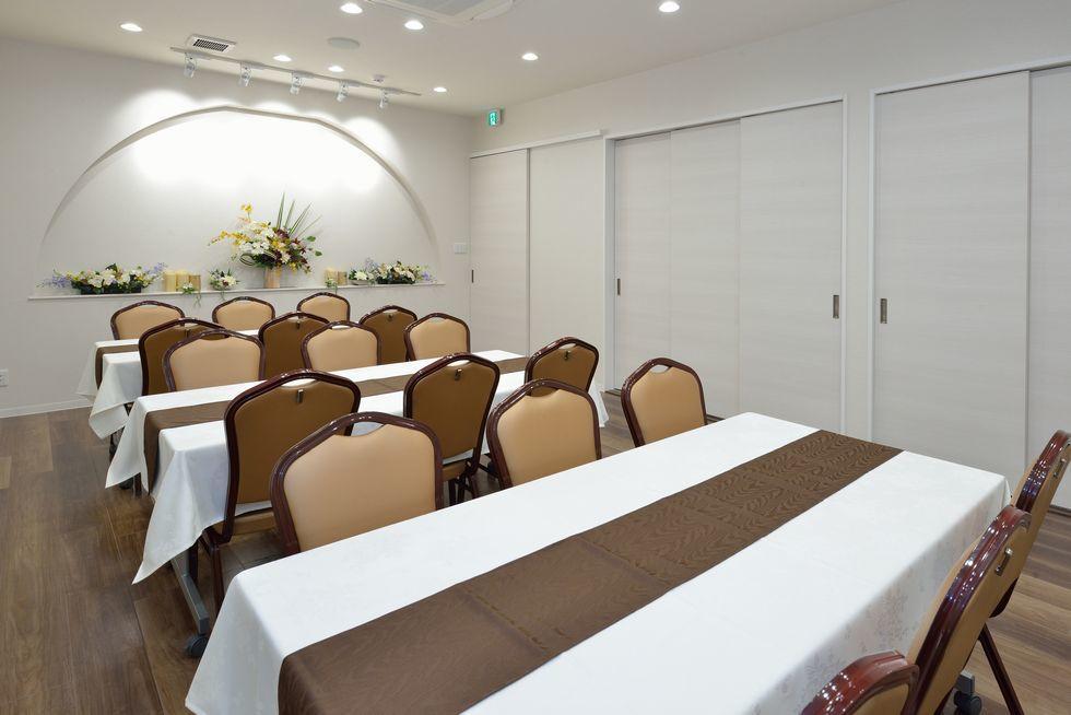 家族葬のファミーユ共和の会食室