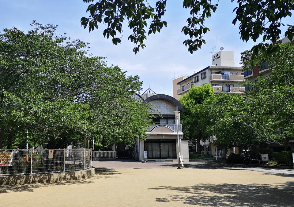 東大阪足代公園から見た集会所