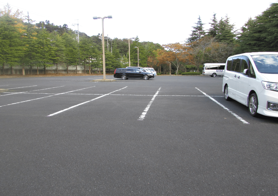 市川市斎場内の駐車場