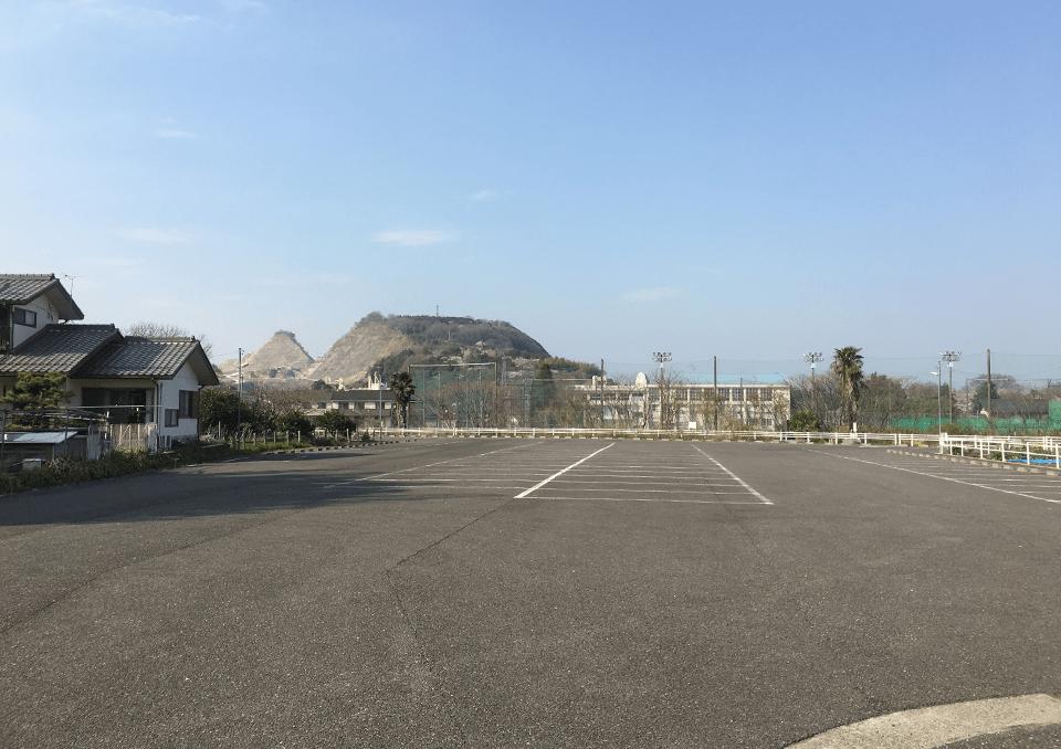 大垣市勝山斎場の広々とした駐車場