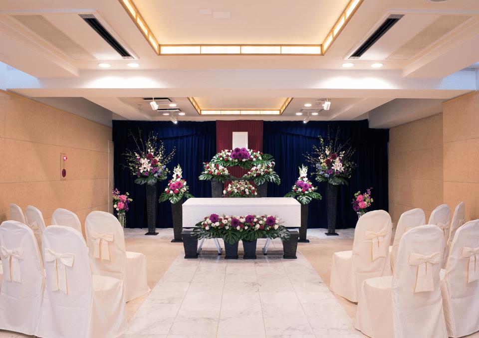 お花に囲まれたオリジナル祭壇