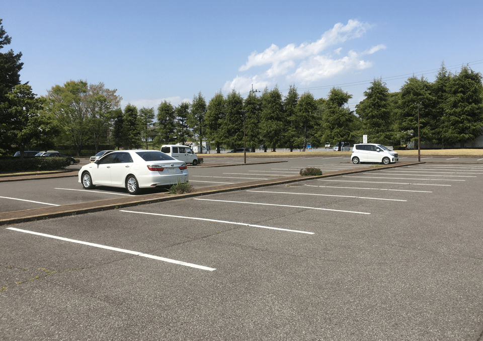 小山聖苑 駐車場