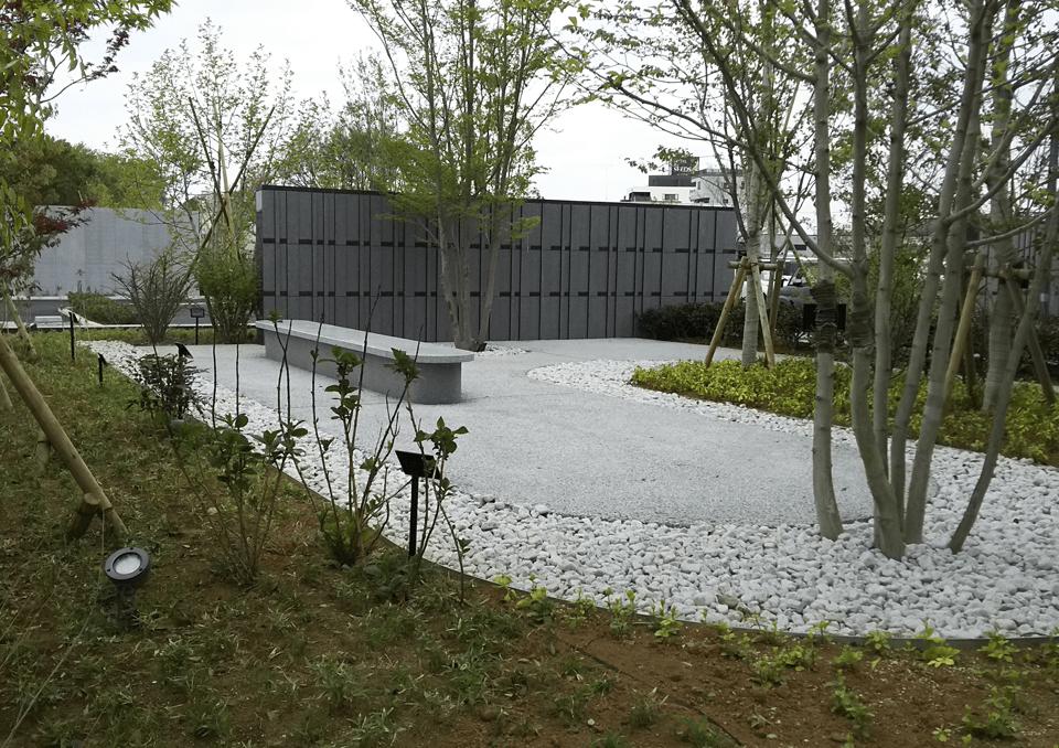 土浦市営斎場 中庭